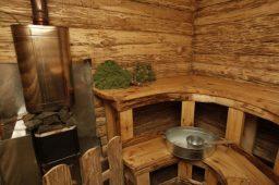 Помывочная в деревянной бане